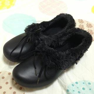 クロックス(crocs)のクロックス  あったかモコモコシューズ(ローファー/革靴)