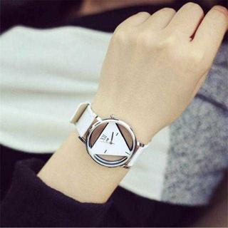 TA251 送料無料♪トライアングルウォッチ 白腕時計 単品(腕時計(アナログ))