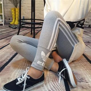 アディダス(adidas)の即発!新品 adidas スポーツ/レギンス Wロゴ グレー(レギンス/スパッツ)
