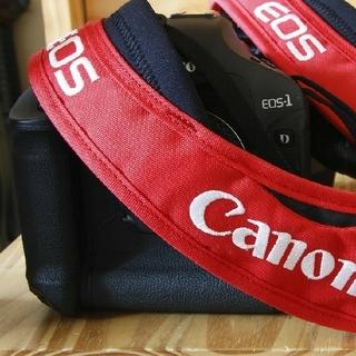 キヤノン(Canon)のeos1dマーク2nと非売品クランプラストラップ(デジタル一眼)