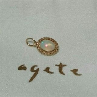 アガット(agete)のagete K10 オパール×ホワイトクォーツ リバーシブル チャーム(チャーム)