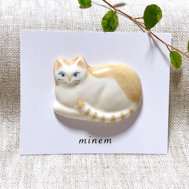 猫ちゃんブローチ ハンドメイド ハンドメイドのアクセサリー(コサージュ/ブローチ)の商品写真