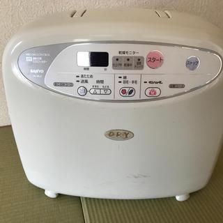 サンヨー(SANYO)のサンヨー布団乾燥機F KML3 格安(衣類乾燥機)