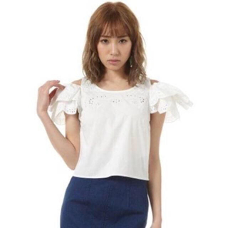 スライ(SLY)のSLY スカラップ袖 オフショルトップス(Tシャツ(半袖/袖なし))