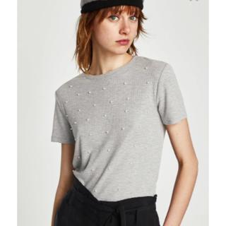 ザラ(ZARA)の新品タグ付♪ZARA フェイクパールリブTシャツ♪M(Tシャツ(半袖/袖なし))