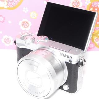 ニコン(Nikon)の❤自撮り&WifiOK❤Nikon1 J5 レンズキット❤️(ミラーレス一眼)