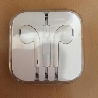 アップル(Apple)のイヤホン iPhone(ヘッドフォン/イヤフォン)