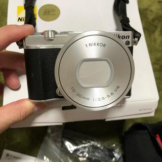 ニコン(Nikon)のNIKON j5 ズームレンズキット(ミラーレス一眼)