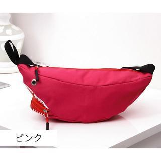 送料無料☆ サメ ボディバッグ 斜めがけ レディース メンズ ピンク(ボディバッグ/ウエストポーチ)