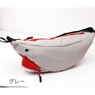 ☆送料無料 ☆ サメ ボディバッグ 斜めがけ レディース メンズ 人気のグレー(ボディバッグ/ウエストポーチ)