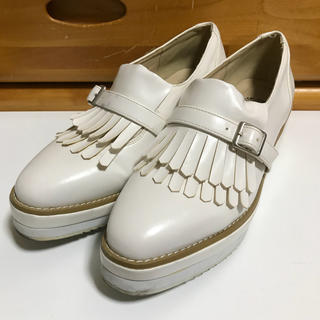 アバンリリー(Avan Lily)のアヴァンリリィ 靴 シューズ レザー 白 フリンジ ローファー ヒール 厚底 (ローファー/革靴)