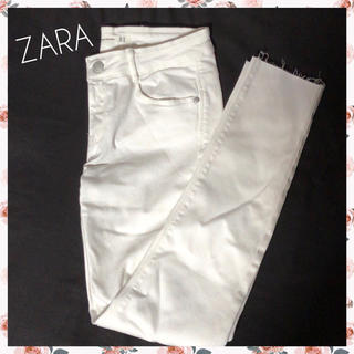 ザラ(ZARA)の ザラ 切りっぱなし スキニー パンツ 白 ズボン(スキニーパンツ)