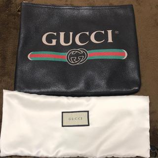 グッチ(Gucci)の【 GUCCI グッチ 】 ロゴ プリント クラッチバッグ M(クラッチバッグ)