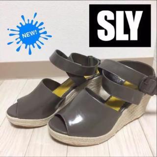 スライ(SLY)のS881 SLY ウエッジソール 新品 サンダル L グレー 定価18,000円(サンダル)