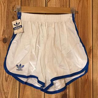 アディダス(adidas)のadidas アディダス ショートパンツ 白 Sサイズ 未使用 トレフォイル(ショートパンツ)