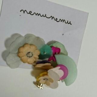 ミナペルホネン(mina perhonen)のnemunemu お花の片耳イヤリング(イヤリング)