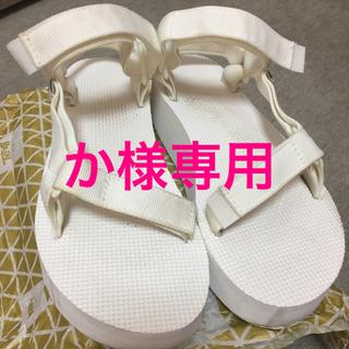 テバ(Teva)のteva 白 厚底タイプ 〜24センチ〜(サンダル)