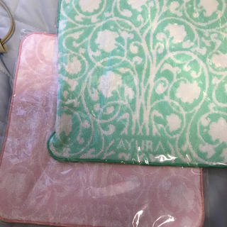 アユーラ ノベルティ ピンクとグリーンのハンドタオルセット新品未開封