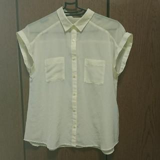 ジーユー(GU)のブラウス GU(シャツ/ブラウス(半袖/袖なし))