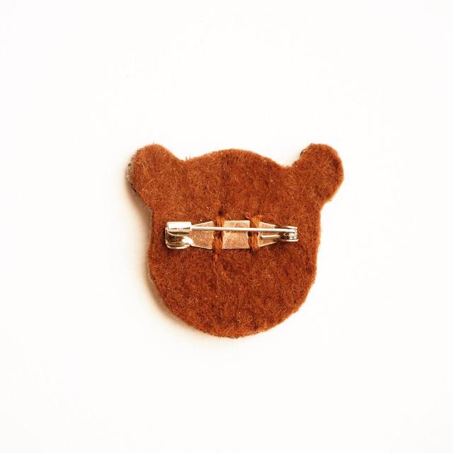 パンダの刺繍ブローチ ハンドメイドのアクセサリー(コサージュ/ブローチ)の商品写真