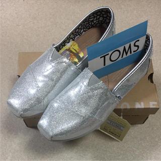 トムズ(TOMS)の新品未使用タグ付TOMSシルバーグリッター 24センチ(スニーカー)