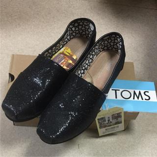 トムズ(TOMS)の新品未使用タグ付TOMSブラックグリッター 24センチ(スニーカー)