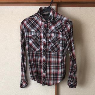 シュリセル 細身のチェックシャツ