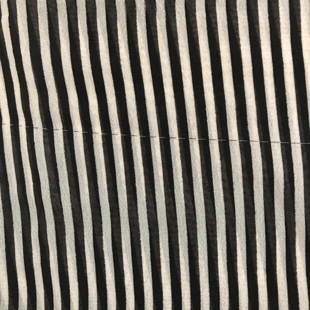 GU(ジーユー)のGU 透け素材 ストライプシャツ ノースリーブ サイズS レディースのトップス(シャツ/ブラウス(半袖/袖なし))の商品写真