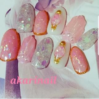 ピンクのマーメイドブローチネイル