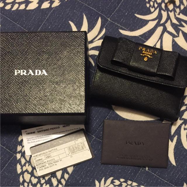 7dae54b23e04 PRADA(プラダ)のプラダ 三つ折り 財布 リボン 折りたたみ サフィアーノ レディースのファッション小物