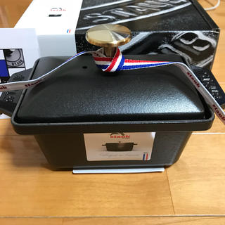 ストウブ(STAUB)のライアンライアン様専用を ストウブ ハーフテリーヌ 15cm ブラック 新品(調理道具/製菓道具)