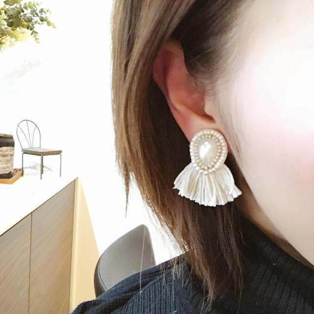 ホワイトシリーズ ビーズ刺繍ピアス ハンドメイドのアクセサリー(ピアス)の商品写真