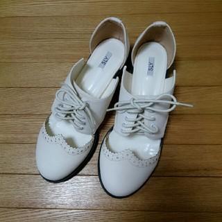 スライ(SLY)のSLYウイングチップサイドカットシューズ白L未使用/moussyサンダル(ローファー/革靴)
