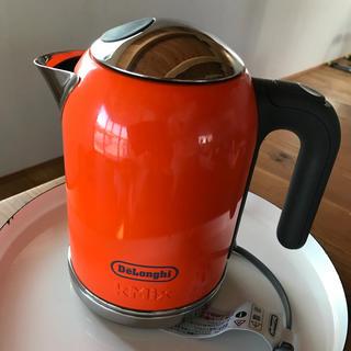 デロンギ(DeLonghi)のデロンギ 電気ケトル SJM010J オレンジ(電気ケトル)