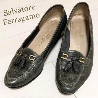 サルヴァトーレフェラガモ(Salvatore Ferragamo)のFerragamo 24.0 本革 イタリア製 クロコ タッセル パンプス(ハイヒール/パンプス)