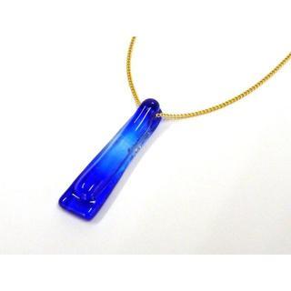 ガラス・チョーカー新品 夏にぴったり◇コバルトブルーの濃淡柄(ネックレス)