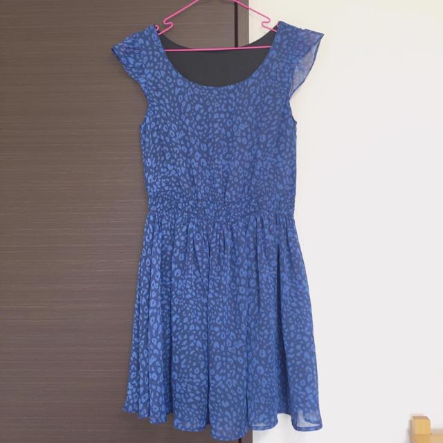 GU(ジーユー)のヒョウ柄ブルーのワンピース レディースのワンピース(ミニワンピース)の商品写真