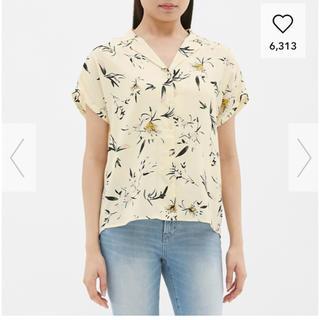 ジーユー(GU)のGU ブラウス 白 花柄(シャツ/ブラウス(半袖/袖なし))