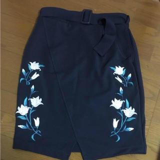 アズール(AZZURE)の刺繍 スカート(ひざ丈スカート)