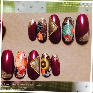 和柄ネイルチップ 成人式 紫 赤 コスメ/美容のネイル(つけ爪