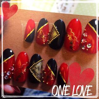 ネイルチップ 赤 黒 和柄 成人式 コスメ/美容のネイル(つけ爪