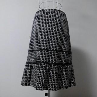 セブンアイディコンセプト(7-Idconcept)の7-ID concept 白地に柄スカート(ひざ丈スカート)