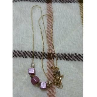 アクセサライズ(Accessorize)のキューブネックレス パールピンク♡MILKFED.などカジュアルなファッションに(ネックレス)