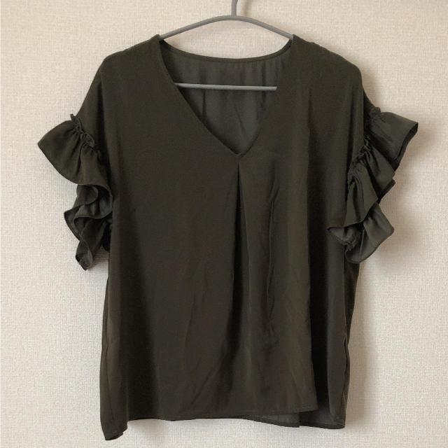 GU(ジーユー)のGU サテンラッフルブラウス M レディースのトップス(シャツ/ブラウス(半袖/袖なし))の商品写真