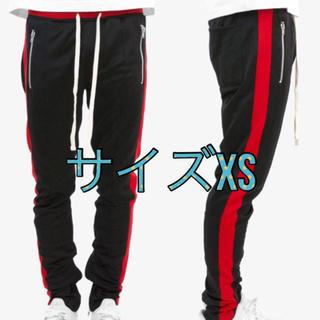 フィアオブゴッド(FEAR OF GOD)のmnml Track Pants black/red(ジャージ)