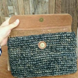 アルティプール(artipur)の新品!お洒落な牛革とやシの手編みクラッチBag black(クラッチバッグ)
