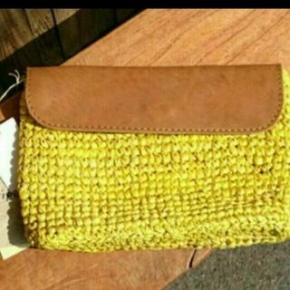 アルティプール(artipur)の新品!お洒落な牛革とやシの手編みクラッチBag イエロー(クラッチバッグ)