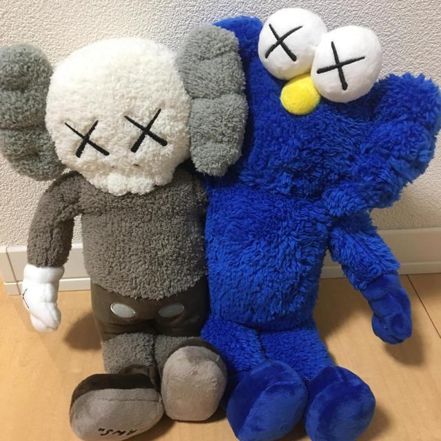 kaws  エンタメ/ホビーのおもちゃ/ぬいぐるみ(ぬいぐるみ)の商品写真