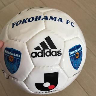 アディダス(adidas)の横浜FC  三浦 奥寺さんのサイン?ミニサッカーボール(スポーツ選手)