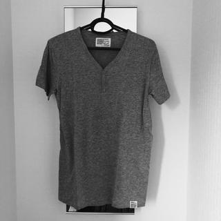 アズール(AZZURE)の【未使用】アズール ヘンリーネックシャツ(Tシャツ/カットソー(半袖/袖なし))